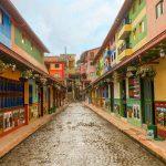 Calle de los Zócalos en Guatapé